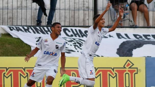 Time com jogadores da base faz Abc ganhar do Londrina (Foto  ESPN Brasil) b5156641fcfc2