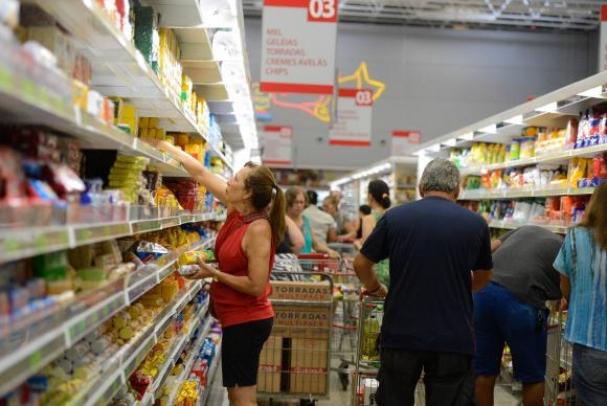 Redução da inflação beneficia consumidores de todas as camadas. (Foto   Tânia Rêgo Agência Brasil) 21e94b6387