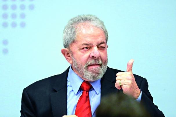 Lula vai para prisão na PF de Curitiba (Foto  Dm) ed42aac575