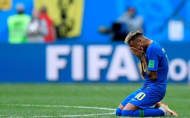 Choro de Neymar domina a mídia (Foto  Correio da Bahia) 38d24acc9f87b