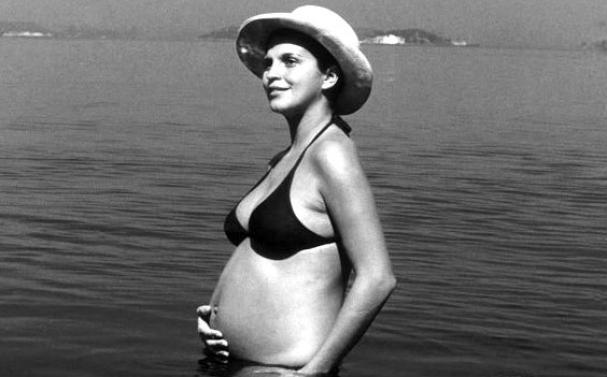 f69d0b13d2 ... uma releitura da imagem icônica de Leila Diniz (grávida de biquíni). O  diálogo vai ao ar no CURTA