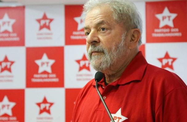 A chapa tem o ex-prefeito de São Paulo Fernando Haddad, também do PT, como  candidato a vice. 5b915b12a2