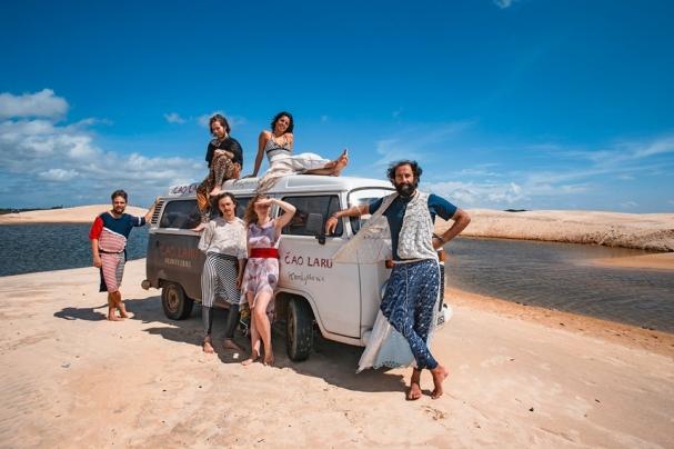 ade825939 Esses músicos viajantes realizaram, apenas em 2018, mais de 150 shows,  sendo 40 no Brasil, sempre levados em quatro rodas. A Kombi, neste exato  momento, ...