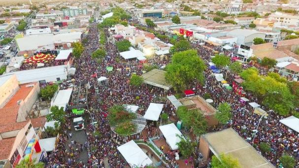 f3e0d9e456 ... a tranquilidade das pessoas, no local do evento, e em ruas e  logradouros públicos adjacentes e bairros da cidade onde se realizarão os  festejos juninos.
