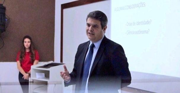 37aad8bceda Atualmente é professor do Centro Universitário do Rio Grande do Norte (Uni  RN) nos cursos de Graduação e Especialização nas matérias de Direito do  Trabalho